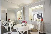 nice dining area in Trocadero - Sablons luxury apartment