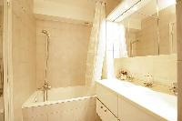 cool bathroom with tub in Trocadero - Sablons luxury apartment