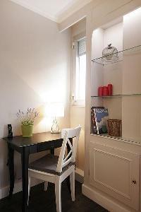 cool desk in Trocadero - Sablons luxury apartment