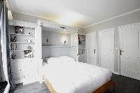 clean and crisp bedroom linens in Trocadero - Sablons luxury apartment