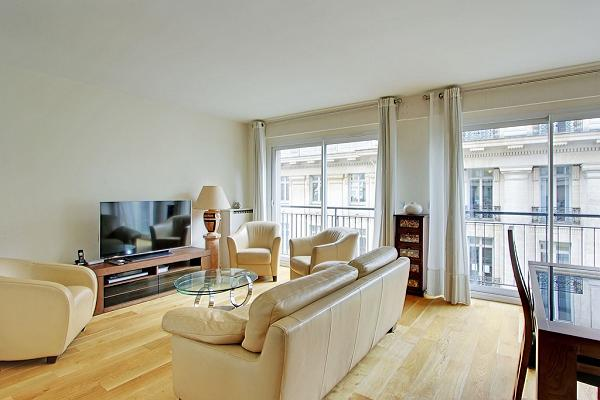 awesome windows of Trocadero - Poincare luxury apartment