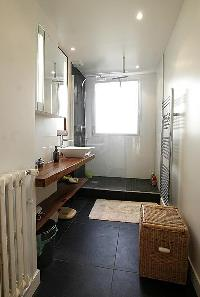 fresh and clean bathroom of Trocadero - Poincare luxury apartment