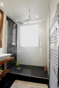 clean and fresh bathroom of Trocadero - Poincare luxury apartment