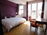 first bedroom with access to the balcony with wonderful views of Paris