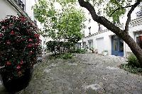 beautiful quiet courtyard in a 1-bedroom Paris luxury apartment