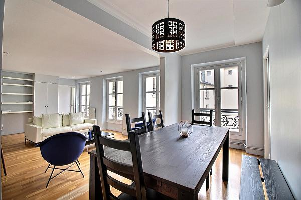 splendid 3-bedroom Paris luxury apartment with white sofa and wooden dining table for 6