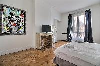 fresh and clean bedding in Trocadero - Georges Mandel luxury apartment