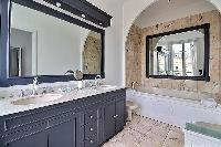 fabulous bathroom with tub in Trocadero - Georges Mandel luxury apartment