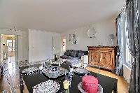 nice dining area in Ternes - Wagram luxury apartment