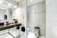 neat and trim toilet in Trocadéro - Poincaré 3 Bedrooms II luxury apartment