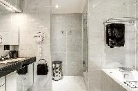 neat and nice toilet and bath in Trocadéro - Poincaré 3 Bedrooms II luxury apartment