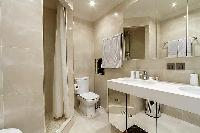 fresh and clean bathroom in Trocadero - Poincaré 2 bedrooms luxury apartment