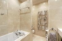 cool bathtub in Trocadero - Poincaré 2 bedrooms luxury apartment