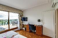 awesome access to the balcony of Trocadero - Poincaré 2 bedrooms luxury apartment