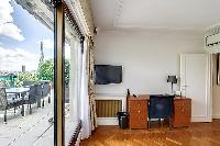 cool access to the balcony of Trocadero - Poincaré 2 bedrooms luxury apartment