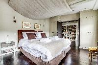 fresh and clean bedding in Louvre Palais Royal IV luxury apartment