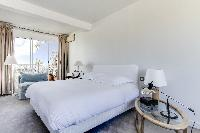 pristine bedding in Saint Germain des Prés - Penthouse View luxury apartment