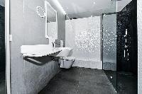 cool lavatory in Trocadero - Mandel 4 bedrooms luxury apartment