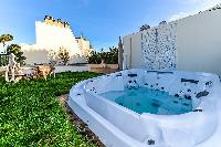 cool hot tub at Trocadero - Mandel 4 bedrooms luxury apartment