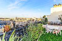 cool garden on the rooftop terrace of Trocadero - Mandel 4 bedrooms luxury apartment