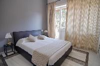 clean and crisp bedroom linens in Rome Vatican I luxury apartment