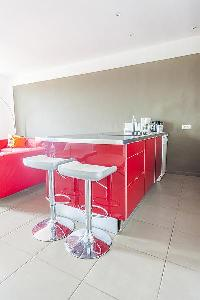 cool kitchen counter in Cannes - Barri luxury apartment
