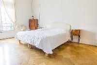 fresh and clean bedding in Cannes - Carnot luxury apartment