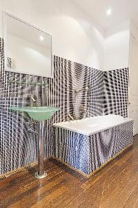 refreshing bathroom with tub in Cannes - Carnot luxury apartment