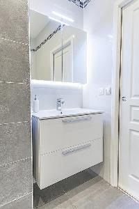neat and trim lavatory in Cannes - Church (Eglises) luxury apartment