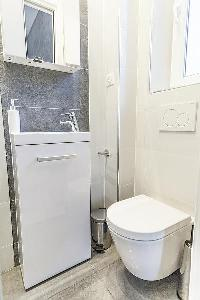 fresh and clean toilet in Cannes - Church (Eglises) luxury apartment