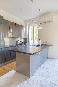 cool kitchen peninsula in Cannes - Church (Eglises) luxury apartment