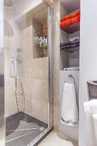neat and trim shower area in Cannes - Palm Eden luxury apartment