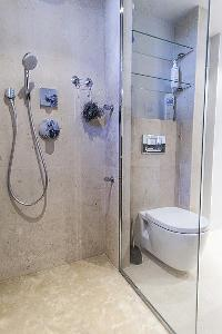 refreshing shower in Cannes - Palm Eden luxury apartment