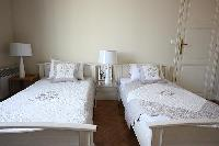 fresh and clean bedding in Cannes - Les Dunes luxury apartment