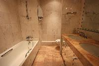 neat and nice bathroom with tub in Cannes - Les Dunes luxury apartment
