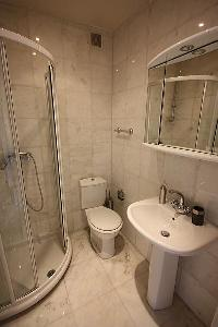 cool and fresh shower area in Cannes - Les Dunes luxury apartment