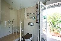 refreshing bathroom in Cannes - Mahtari luxury apartment