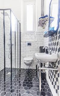 cool shower area in Cannes - Pere Muret luxury apartment
