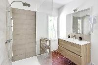 neat and nice shower area in Cannes - Villa Edith luxury apartment