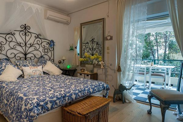 lovely bedroom with a balcony at Athens - Little Cloud Apartment luxury apartment