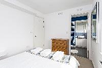 clean and crisp bed linens in London Kings Cross 2BR Penthouse luxury apartment