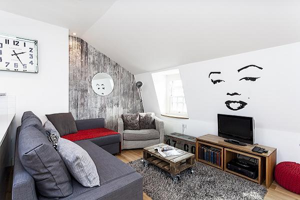 pretty sitting area in London Kings Cross 2BR Penthouse luxury apartment