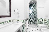amazing bathroom tiles in Villa Dei D'Armiento luxury apartment