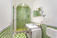 invigorating rain shower in Villa Dei D'Armiento luxury apartment
