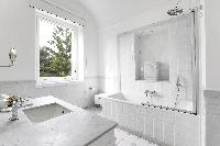 spic-and-span lavatory in Villa Dei D'Armiento luxury apartment