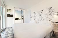 clean and crisp bedroom linens in Villa Dei D'Armiento luxury apartment