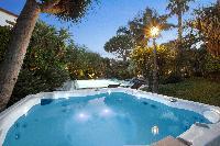 cool swimming pool of Villa Dei D'Armiento luxury apartment