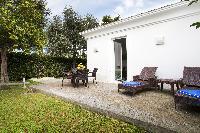 beautiful lawn and garden of Villa Dei D'Armiento luxury apartment