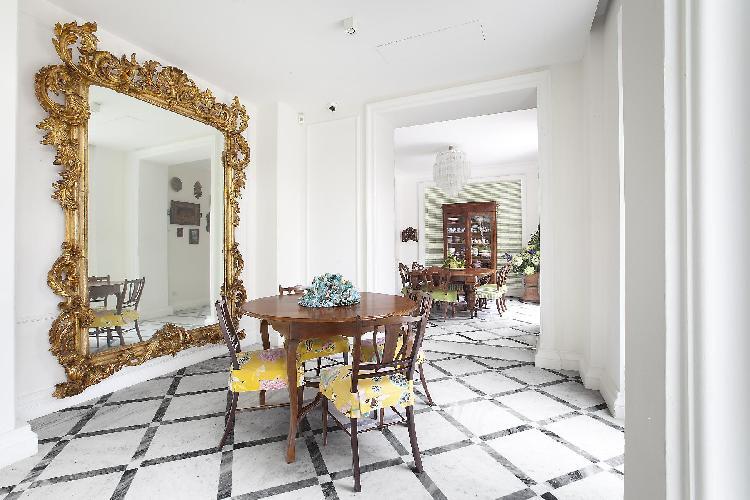 fine furniture in Villa Dei D'Armiento luxury apartment