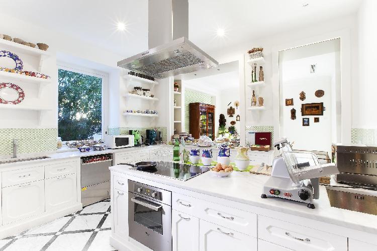 delightful kitchen of Villa Dei D'Armiento luxury apartment